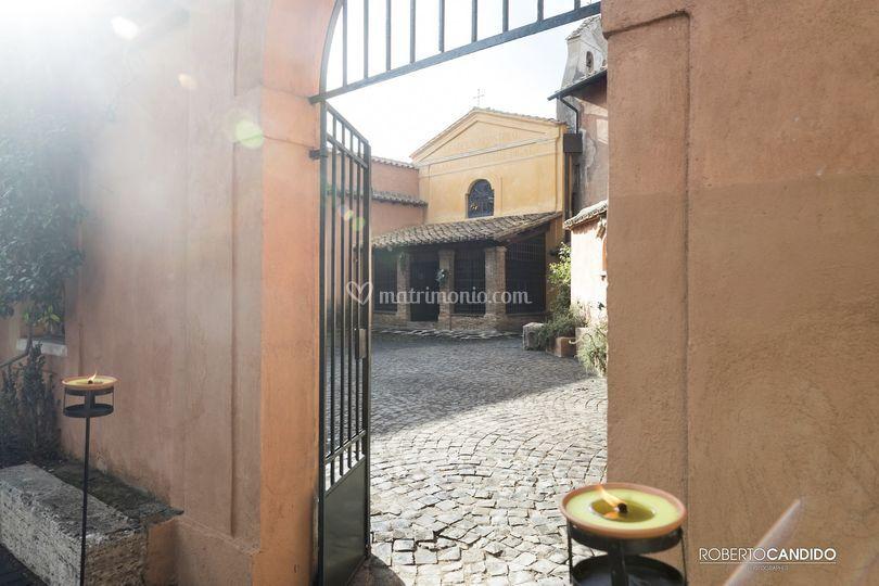Ingresso cortile chiesa