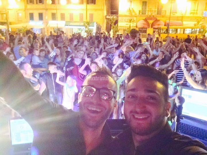 Selfie in piazza Colombo