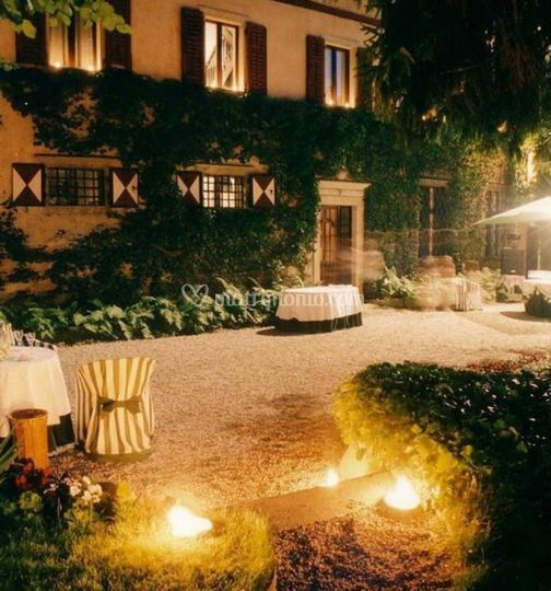 Palazzo a Prato notturno
