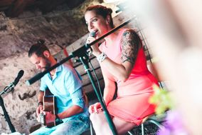 All Eyes On... Acoustic duo