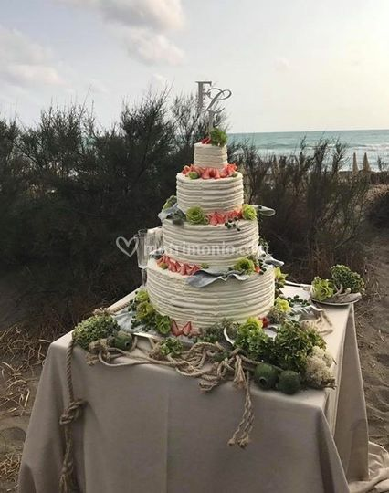 Wedding cake mare