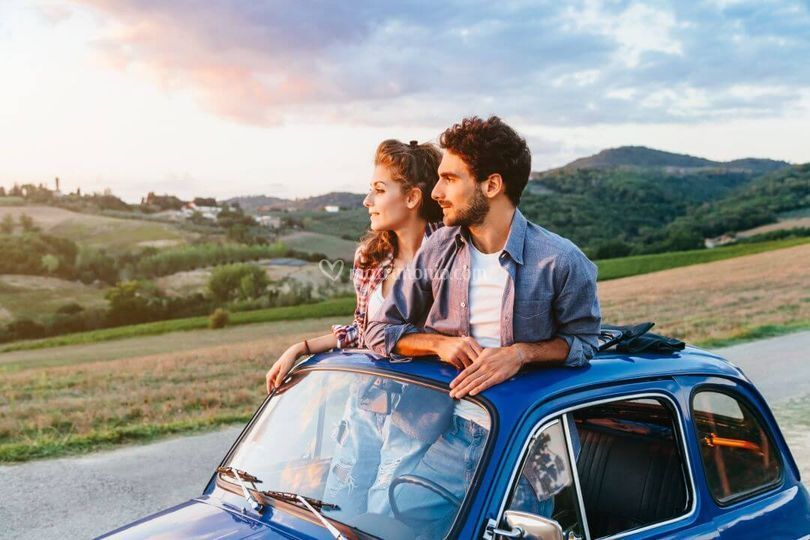 Sposi in auto d'epoca...