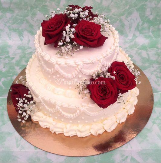 Red Velvet con rose vere