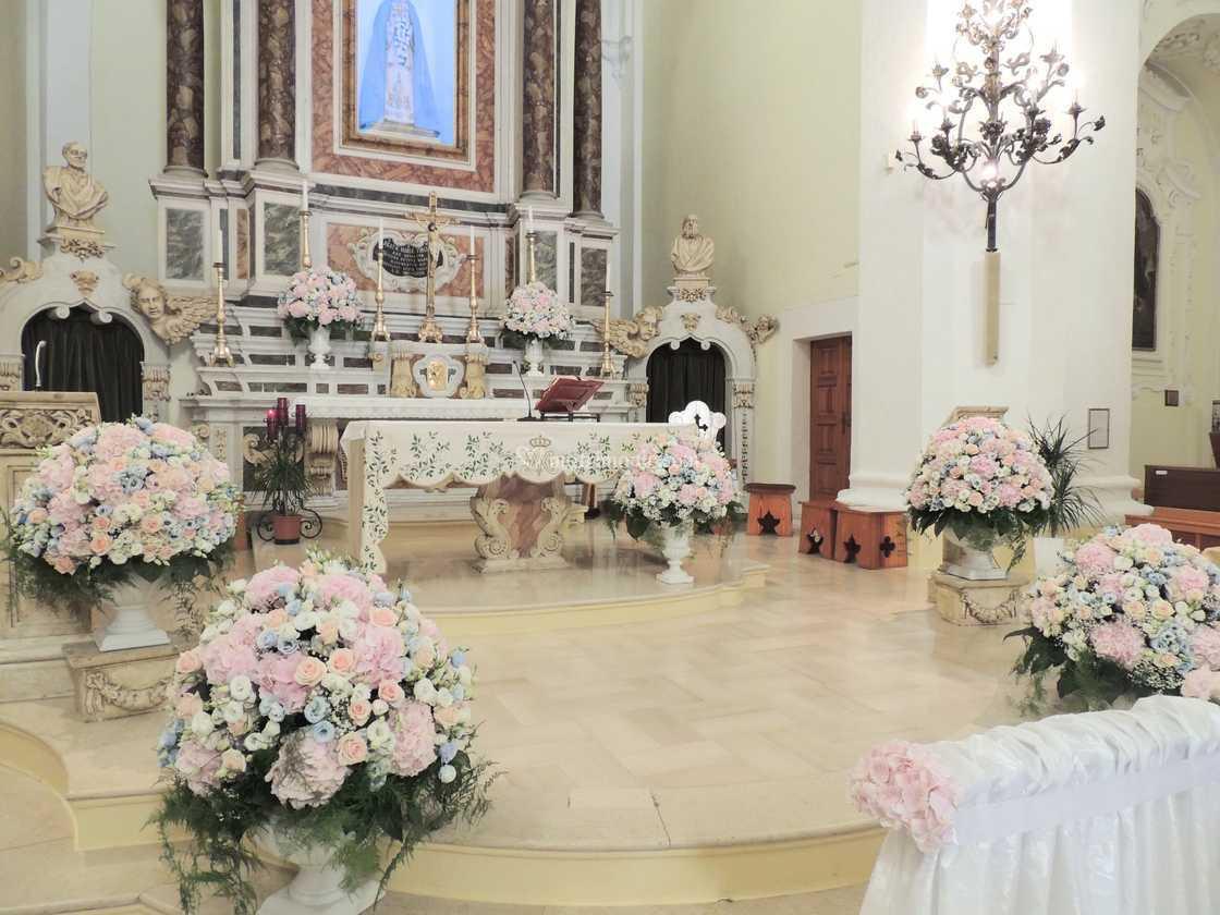 Fiori Chiesa Matrimonio.Addobbo Matrimonio Chiesa Di Fiori D Argento Foto 7