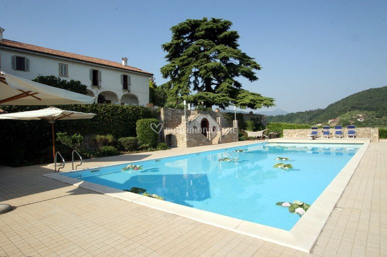 Parco piscina castello degli angeli