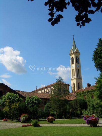 Giardino e campanile della Chiesa dei SS. Pietro e Maurizio