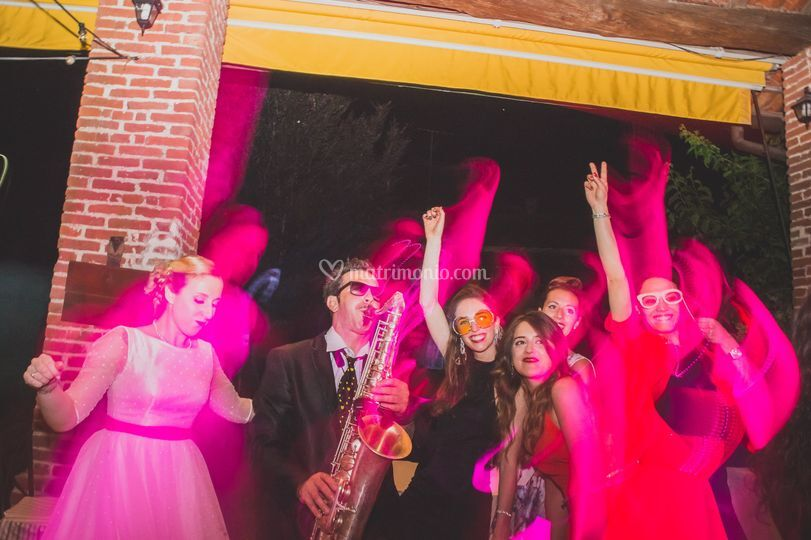 Festa con sassofonista matto