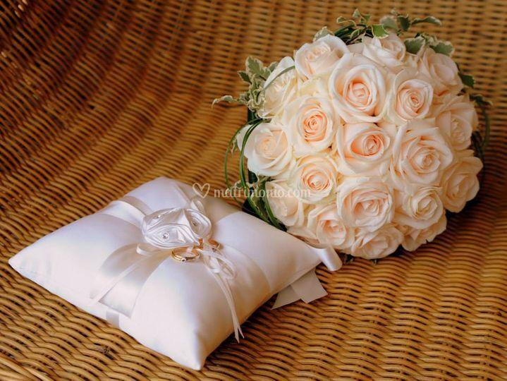 Portafedi e bouquet