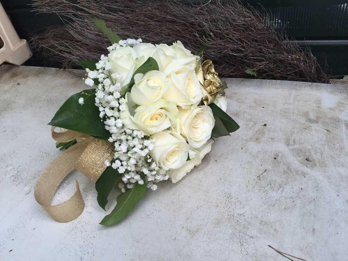Bouquet Sposa Anniversario 50.Bouquet 50 Anni Matrimonio Di Ditelo Con Un Fiore Foto 41