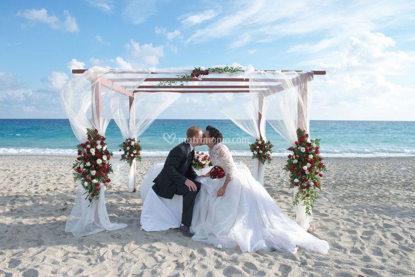 Matrimonio Spiaggia Genova : Cerimonia in riva al mare di ristorante boncardo foto