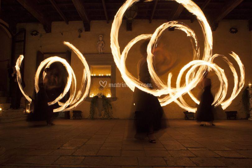 Danza del fuoco in corte