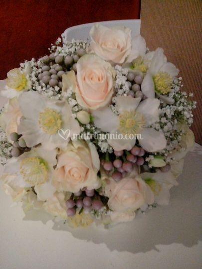Bouquet invernale con elleboro