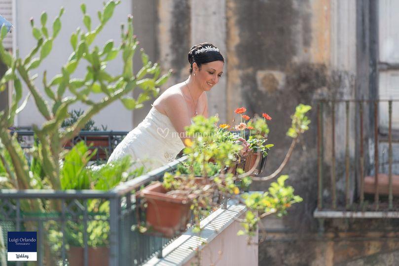 La sposa che aspetta emozionat