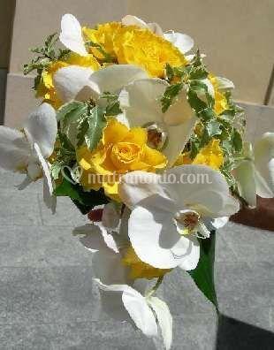 Bouquet con fiori gialli