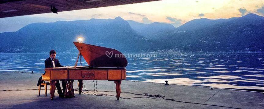 Pianoforte sul lago