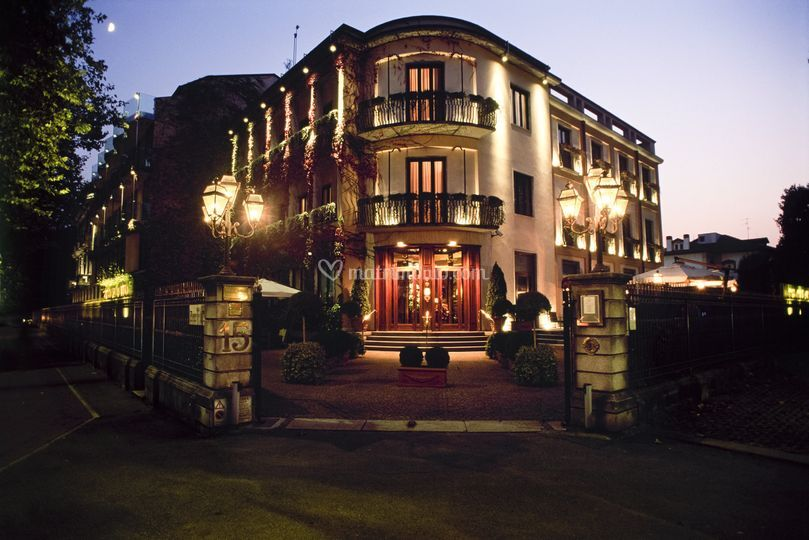 Facciata Hotel de la Ville