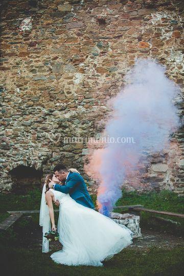 Sposi con fumo colorato