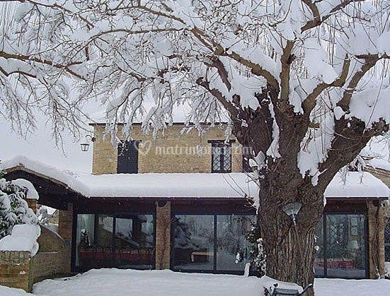 Il casale sotto la neve