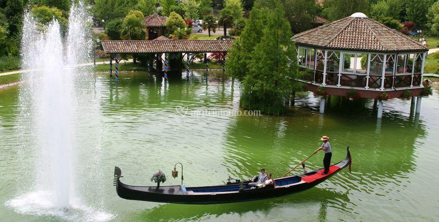 La gondola nel lago nel parco