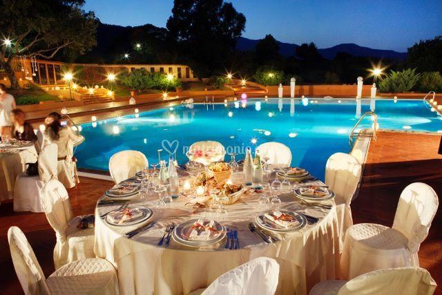 Matrimonio bordo piscina di is molas resort foto for Addobbi piscina per matrimonio