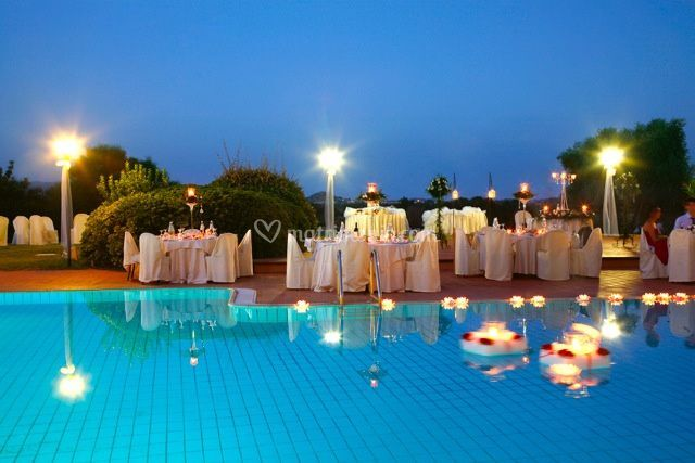 Matrimonio bordo piscina di is molas resort foto 79 for Matrimonio bordo piscina