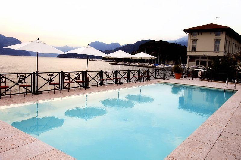 Piscina di hotel araba fenice foto 4 for Piscina iseo