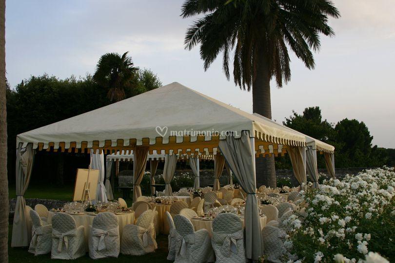 Allestimento giardino pensile di park hotel villa grazioli for Allestimento giardino matrimonio