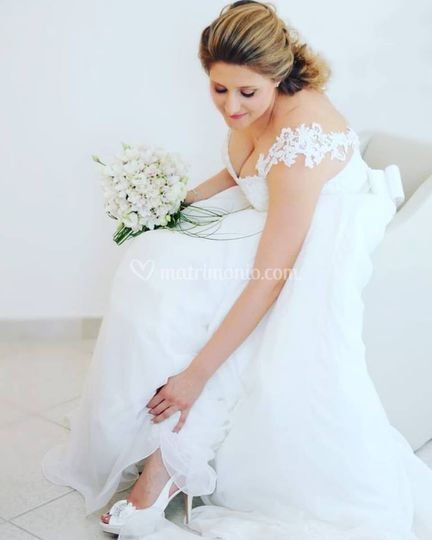Cliente indossa sandalo sposa