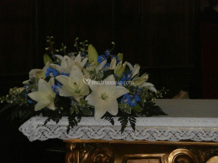 3d1264f70098 Lilium e delfinium blu di Verdissimo Fiorista