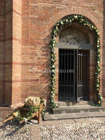 Ingresso chiesa romanica di Sa