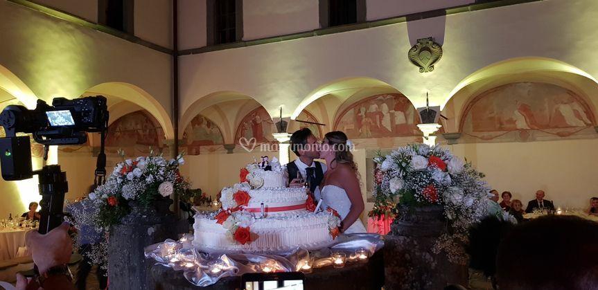 Taglio torta sul pozzo
