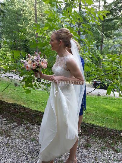 Sposa arriva al convento