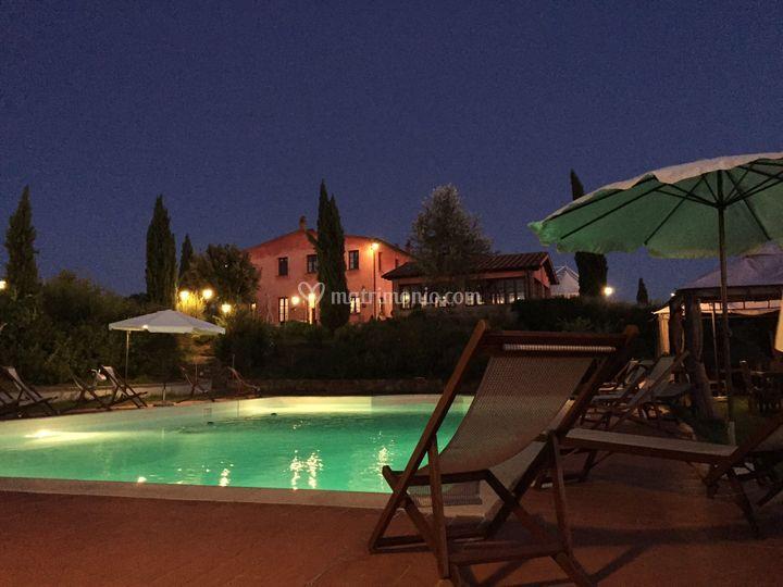 Villa e Piscina di Notte