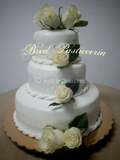 Torta nuziale con rose