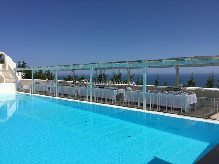 Facciata piscina vista mare