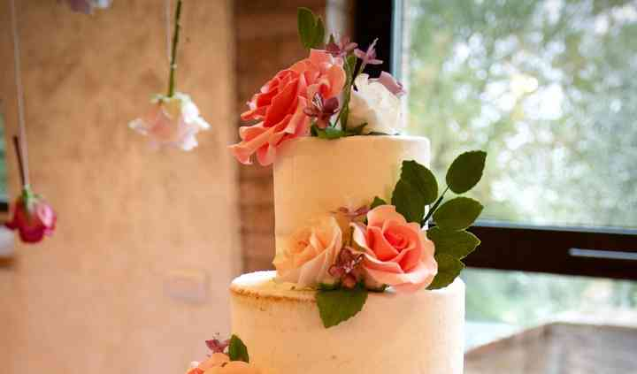 Iced cake& sugar flowers