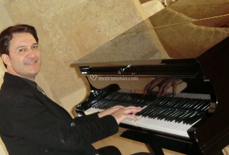 ROBERTO AL PIANOFORTE
