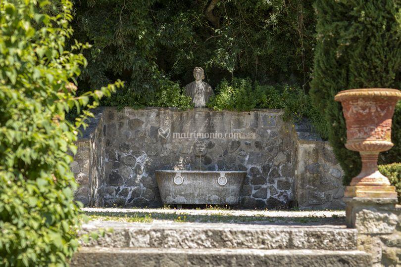 Spazi esterni/ Antica fontana