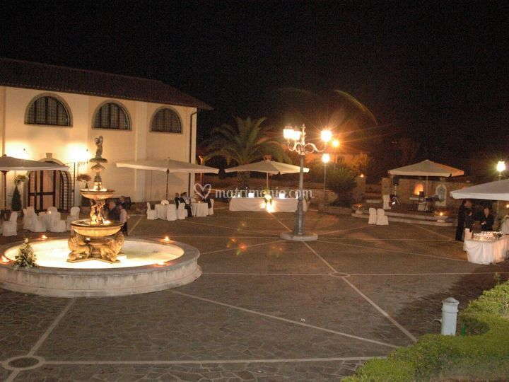 Piazza centrale di sera