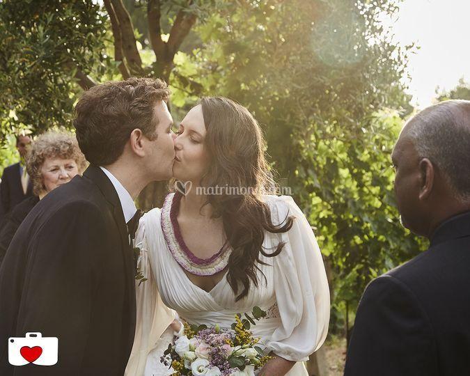 Il bacio degli sposi di PhotoWed Studio