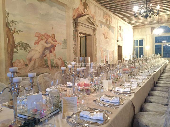 Tavolo imperiale, Salone