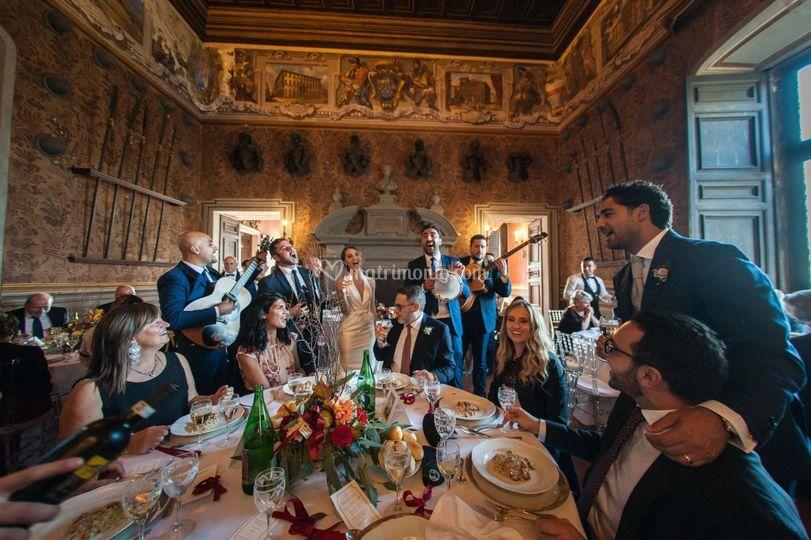 Tra i tavoli del Castello