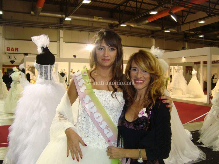 Miss sposa 2011 e la designer di Manzetti White Couture