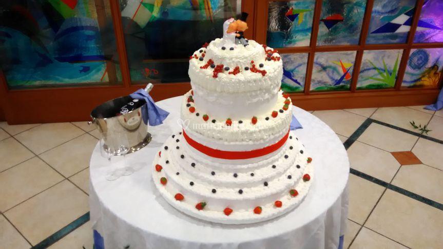 Torta nuziale e spumante