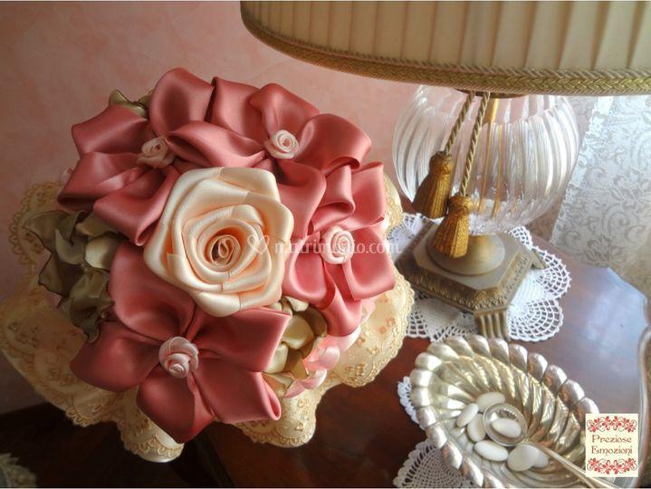 Bouquet in raso e pizzo