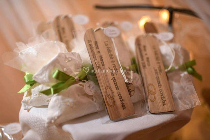 Bomboniere Matrimonio In Legno : Bomboniera matrimonio segnaposto albero vita portachiavi