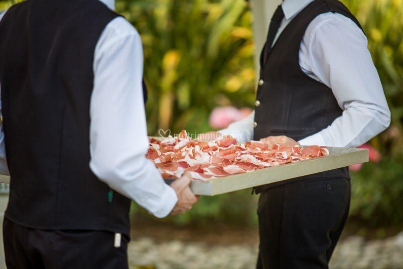 Camerieri a servizio buffet