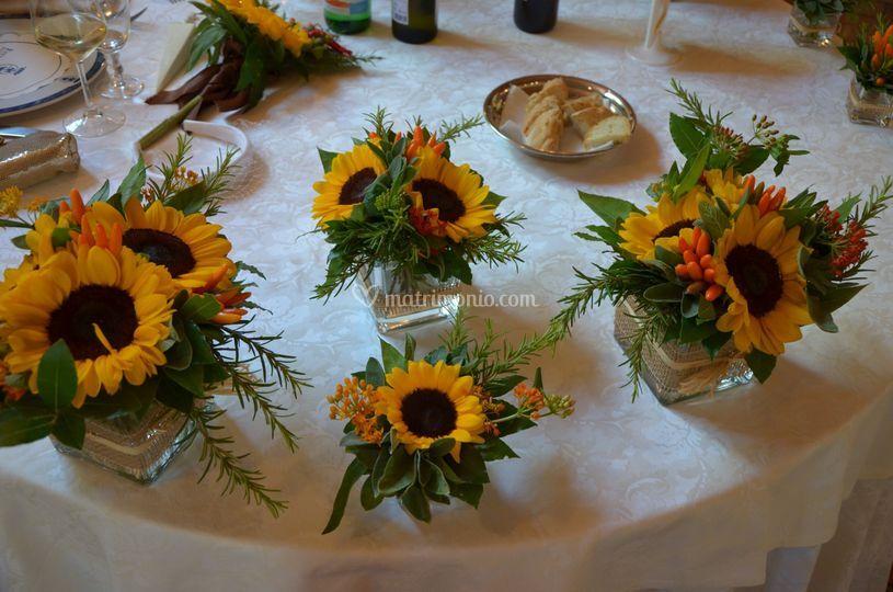 Tavolo con girasoli