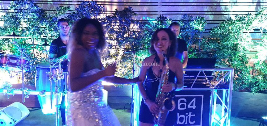 Dj, sax, vocal e percussioni