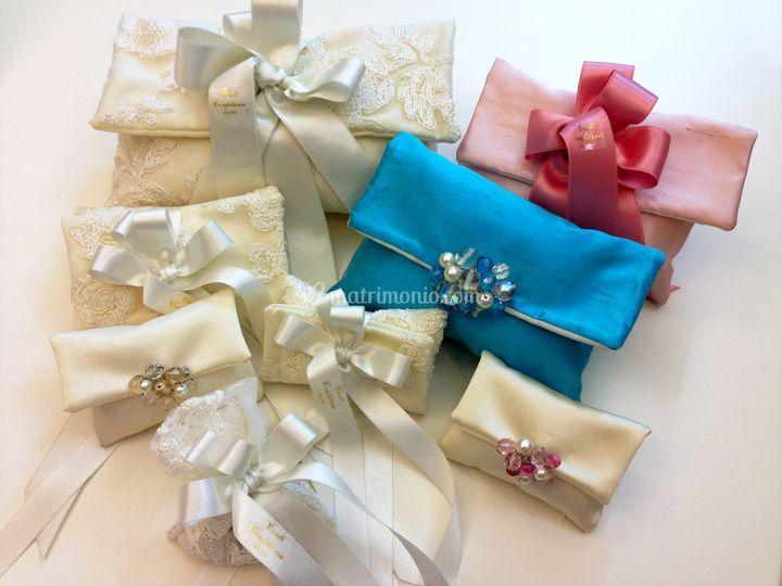 Pochette con spilla gioiello di Conti Confetteria Napoli